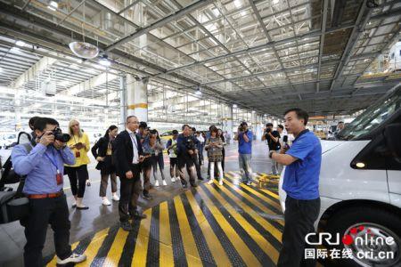 6月3日,外媒记者参观了江铃小蓝工厂 摄影 胡竹根