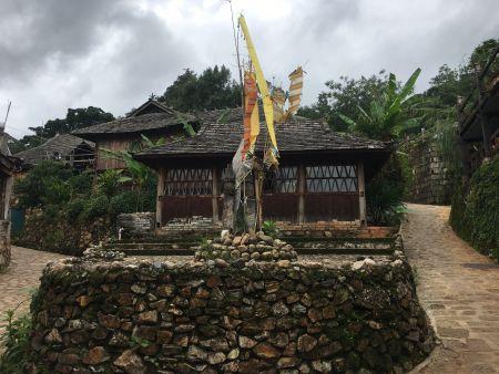 翁基古村落中心。