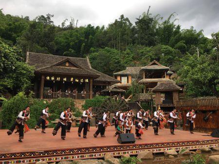 拉祜族是能歌善舞的快乐民族。