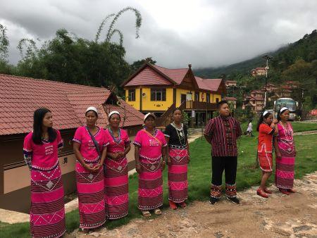 博航村民欢迎海外华文媒体采访。