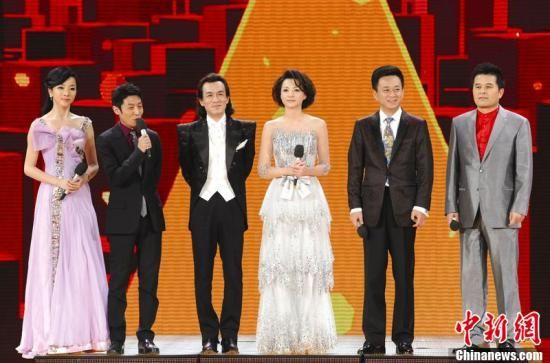 汪峰将唱《我爱你中国》 李谷一回归再唱《难忘今宵》   另据央视