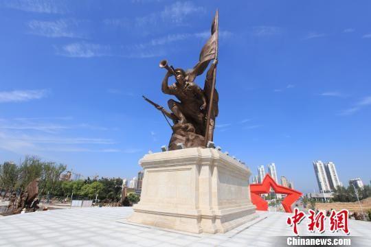 南昌八一红旗雕塑